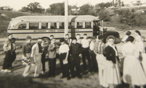 1950s pic of Mark Twain Elementary school bus and students